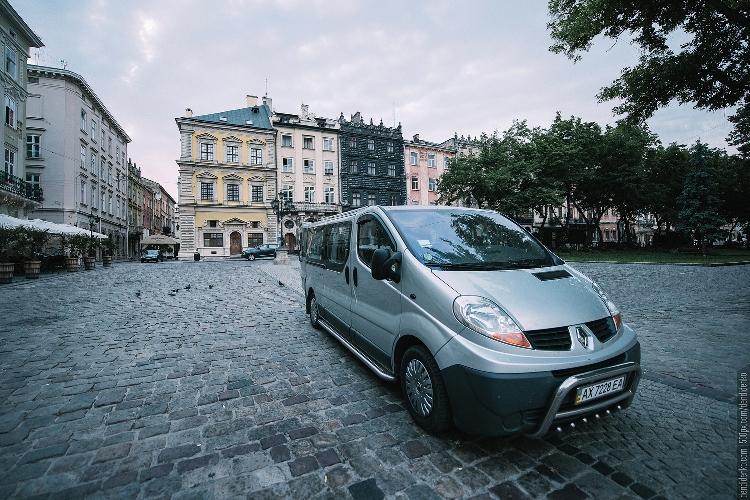 renault-trafic-8-seater-wisata-ukraina-copy