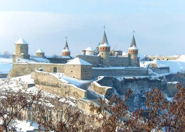 kamianets-podilskiy-castle-winter