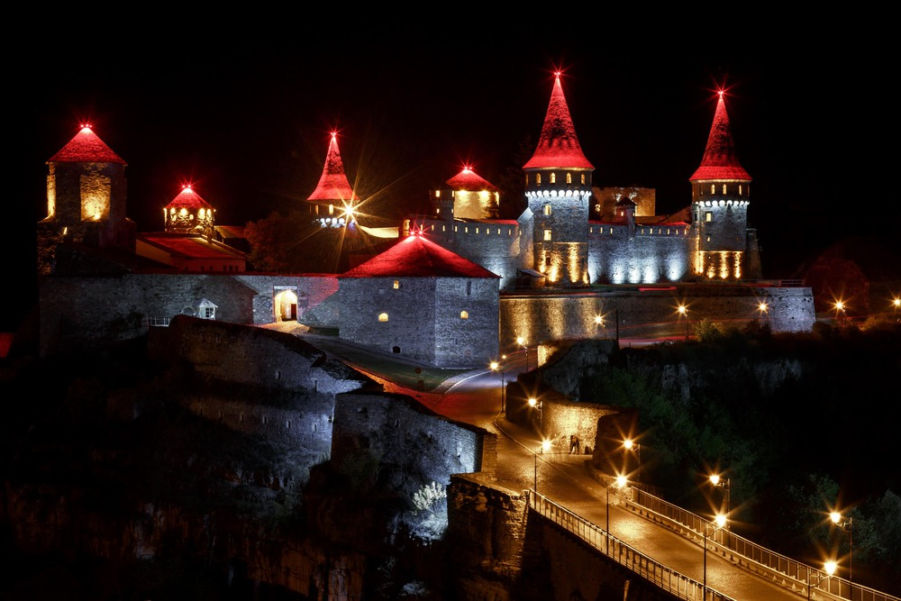 kamianets-podilskyi-castle-night