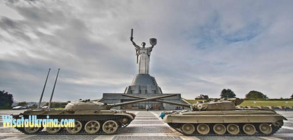 Patung Motherland di Kiev
